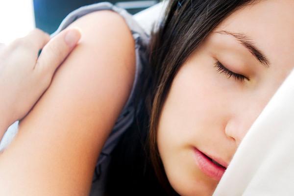 悪い夢はもうみたくない!悪い夢をみる5つの要因とは?