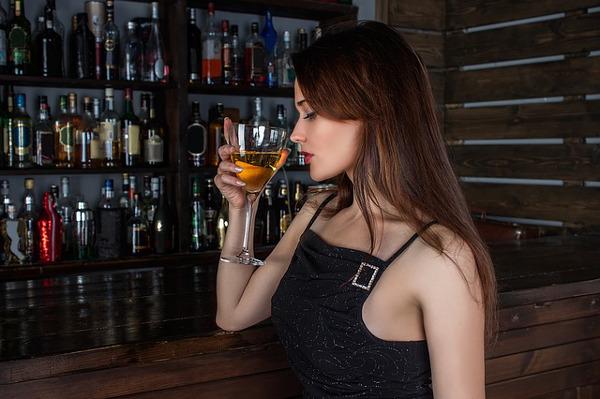 ひとりで飲みたくなる…この5つの女性心理