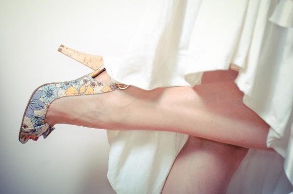 足のむくみを解消するには?5つの方法